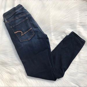 AE super stretch skinny Jeans. Size 6.